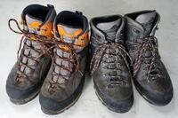 登山靴で新幹線や山手線に乗るのは 変ですか? やっぱ普段履きで乗り、 登山口で登山靴に履き替えるべきですか?