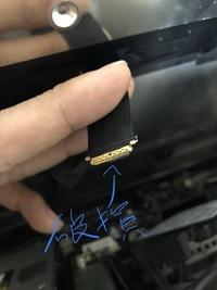 imacのディスプレイの配線について  imacをssd換装してましたら、下写真の配線の先端が破損しディスプレイが映らなくなってしまいました。 このケーブルは何という名前で、購入可能か知りた いです。 購入で...