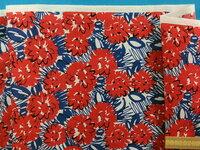 ミシン糸と裏地の色の選び方について教えてください。 画像の生地を購入しました。ミシン糸と裏地を何色にするべきかで迷っています。赤か青のどちらが良いでしょうか。地の色はオフ白です。生 成りのミシン糸で...