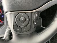 ヴォクシー80系のステアリングスイッチでBluetoothなどの音楽を止めるボタンはどれですか? 真ん中の「・」はソース選択なので違うみたいです。