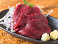 何の肉が食べたい?  わたしは馬刺し コウネと赤身がだいすき