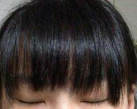 美容院で前髪だけカットしてもらったのですが、両サイドの長さが左右非対称過ぎて、しかもがたがただし最悪です。自分で切った方が何倍もマシでした。これはほかの美容院で直してもらった方がいいですか?