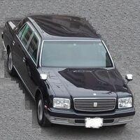 東京都内で入社して3年程度の中傷企業の社員が、画像のような車に乗って通勤をしてきております。 それも首都高速を使ってきています。 ・ 実家は、都内でお父様が会社を経営されているようで、富裕層の家庭に...