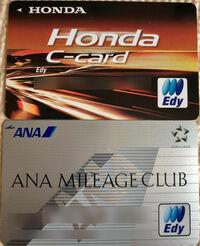 EDYカードについて ANAのEDYカード、HONDA C-CARDのEDYカード を持っていますが、 これを使用して楽天ポイントがたまるようにするのには紐付けをどうやればできるのでしょうか? 楽天カード、iPhoneを持っています