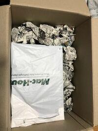 メルカリでスニーカーが売れたのですが、包装の仕方はこれでも大丈夫でしょうか?一応これで固定はされてます。