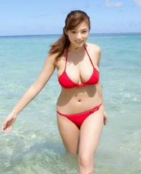 篠崎愛ちゃんの水着姿をまた見たいですね?