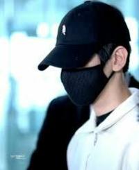 黒マスクて、ウケ狙い?