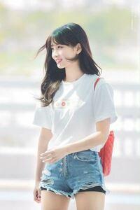 モモが履いてるようなスパッツはどこに売っていますか? 近々韓国に行くので購入したいと思っています。   検索用 TWICE モモ 韓国 ヨジャドル  ファッション
