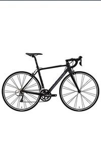 ロードバイク 自転車について質問です。この写真のメリダのロードバイクを購入したいんですが、どこで売っているのでしょうか。ネットで見つけたのですが組み立てなど素人出来ません。なのでお 店で買おうと思い...