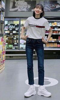 韓国人ってなんであんなに脚が細長くて真っ直ぐでスラッとしてるんですか?身長が高いからですか?遺伝?? 日本人はこの画像のように真っ直ぐでバランスのいい脚をしていないと思います…( ; ; )