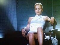 「氷の微笑」1992年で キャサリン(シャロン・ストーン)は、 実際に犯人であってもなくても 殺人を誘発していたのだから 大悪女だという解釈には至りませんか?