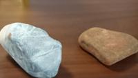 川で見つけた石なんですが、この石はなんなのでしょうか?? あと…石についての質問をする場合、どこのカテゴリーですれば良いのでしょうか??