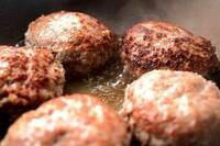 ハンバーグステーキ  煮込みハンバーグ  どちらが好きですか?