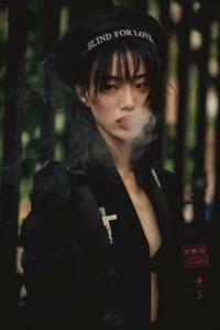 このモデルさんの名前わかりますか? 芸能人 スーパーモデル パリコレ