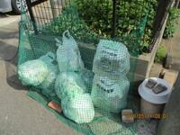 ゴミ置き場のカラス除けネットは、ホームセンターで買えますか。 現状は写真のとおりで、何かいい製品があればと・・・。