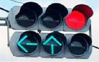セパレート信号の交差点で、信号が←↑なのに、ふつうの青信号交差点と同じように交差点中心まで進んでしまっている右折車をよく見かけます。  警察のパトカーも素通りです。 違反だと思うのですが、どうしてパト...