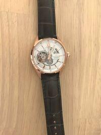 オリエントスターの自動巻(手巻き付き)の時計を買ったのですが回さないとそのうち止まってしまいます。自動巻って止まってしまうんですか?自動巻(手巻き付き)の意味はなんでしょうか?巻かなくてもいいように設...