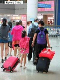 中国人観光客と、韓国人観光客って一目で区別出来ますか? 中国人は、圧倒的に大声で団体など。