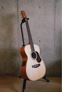 ギター、楽器に詳しい方にお聞きしたいです。 写真のアコースティックギターのブランド?メーカー?を知りたいです。  ご存知の方いましたらぜひ教えて頂きたいです。