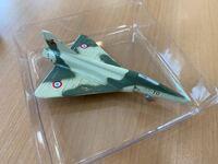 飛行機、戦闘機に詳しい方に質問です! このおもちゃは恐らく戦闘機だと思うのですが、なんという戦闘機なのか分かりません。 知っている方がおりましたら、名前だけでもいいので教えてください!!