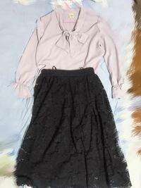面接に行きます。変ですか? グレー(青っぽい)のボウタイブラウスと 紺のレースのフレアスカートです。  靴と鞄は黒を予定しています。   コールセンターの派遣の顔合わせです。
