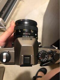 露出計について RICOHxr-8super の露出計がどのように表示されるのか ご存知の方がいらっしゃいましたら 教えてください。 電池はLR44を入れています。 昨晩写真を撮った時、 撮る瞬間に赤いLEDライトが点灯した...