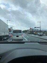 T32のエクストレイルを所有しています。 オートライトが早すぎて昼の2時過ぎの曇りなどでも点きだします。 購入店のディーラーに持っていっても「日産は安全の為に早めにつくようになっています」との事で加えて...