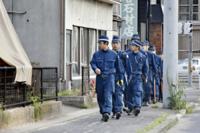 刑務所からの脱獄した囚人が潜伏した空き家について質問です。  2018年4月8日、松山刑務所大井造船作業場で、27歳の男性受刑者が脱走する事件が発生した。 その男は、警察の目から逃れるために、空き家に潜伏し、しかも屋根裏にテレビを持ち込み、警察の動きを把握していたそうですが、ここで質問です。 これは仮定の話になりますが、誰も使っておらず、誰も住んでいない空き家に、ノートパソコンやテレビ...
