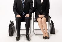 公務員試験の面接についてお聞きします。 ある受験者が、全く同じ服装、全く同じ態度、全く同じ問いに対して全く同じ答えをしたとしても、相手の面接官や、受験地や、受ける職種や、受ける役所によって、評価が変わったりしますか?  つまり、国家公務員試験一般職を受けた受験者が、面接で「全く同じ服装、全く同じ態度、全く同じ問いに対して全く同じ答え」をしたとしても、A室の面接官なら合格だったけどB室の面...