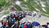 登山口から山頂までの単純な往復。 登山道は明瞭で道迷いの心配もない。 行列ができるような混雑。 そんな状況でも登山計画書を出すべきですか? たとえば夏山最盛期の、室堂~雄山往復とか。