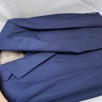 【結婚式2次会のスーツ】 結婚式2次会にゲスト参加する場合、このスーツは控えた方が良いでしょうか?  ネイビーより青よりの光に当たると分かるストライプ入りです。  割と実際の見た目に寄せて撮りました。