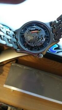 ELGIN腕時計の電池交換法分かる方いませんか? 電池交換しようと思ったのですが、他のと違い電池の取り外し方が分かりません。