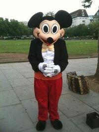 ミッキーマウスちょっと雰囲気変わりましたよね? ディズニーランドに行くの躊躇してます