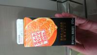 さきほどファミリーマートにてオレンジジュースを購入したのですが、レシートをなくしてしまいました。 正確な金額を知りたいのですが、もしこれからファミリーマートに行かれる方がいらっしゃったら、価格を教えていただけないでしょうか?  添付画像のグリコのスイートオレンジ&温州みかん100%というジュースです。 税込91円~96円くらいだったかと思うのですが、よろしくお願いします。