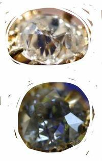 ダイヤモンド(指輪)の写真です。 この真ん中の黒い線はリングの輝きの反射だと思いますか?傷だと思いますか?  二つとも同じ指輪の写真です。