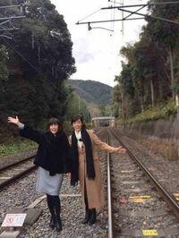 松本伊代と早見優は、JR山陰線の線路内に無許可で立ち入ったとして、京都府警に書類送検されましたが不起訴処分、つまりおとがめなし、JR西日本の心中、察するにあまりあり、決して収まらず、 まさにやられ損の泣き寝入りですか?