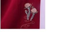 縮緬の色無地(色は臙脂)の衽に花の柄が入っているのですが、色喪服として着れますか?