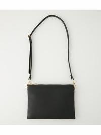 母にノーブランドのバッグがださいと言われました・・・。 あと、肩にかけるのもださい、斜めがけにした方が良いと言われました。  29歳女です。 基本的に服もバッグも109で気に入った物を買って使っています。 バッグは画像のような超シンプルな黒ショルダーバッグです。 (画像より紐は長いです。) 服装はTシャツにデニムショーパンというラフな格好でした。  かしこまった場所や高級レス...