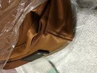 カバンの角の擦れを予防するアイテムはないでしょうか。  ナイロン製のカバンです。  レザー だと、擦れても味わいが出るから良いかもしれませんが、ナイロン生地が擦れると、単にダメージ にしかならないか...