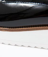EVA素材の靴底の接着について。 EVAの厚底シューズの接着面が剥がれてきました。 剥がれてきたのは、画像のように二重に貼り合わせてある靴底部分です。  今年買ったばかりなので修理してな んとか履きたいの...