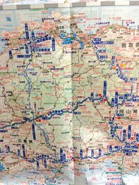 鳥取県米子市〜島根県出雲市間の山陰自動車道は何故「有料区間」と「無料区間」が交互に混在するのですか?