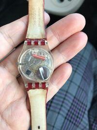 腕時計の電池交換 写真のような時計なんですが、電池交換は自分で出来ますか? できる場合、電池はどこに売っていますか?