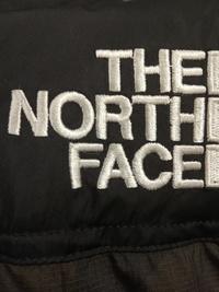 ノースフェイスをメルカリで、購入したのですが、ノースフェイスの刺繍が繋がっており、偽物かもしれません。 画像みていただき、ご回答頂けないでしょうか、