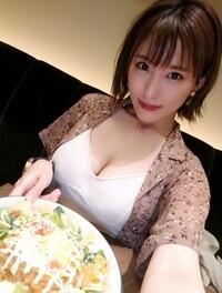 食事に誘ったお友達、もしこの服装でレストランにやって来たらどうしますか?