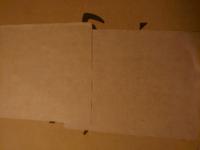 梱包のガムテープについてお聞きします。 このようにしっかり重ね貼り出来るガムテープのメーカーを教えて下さい。   ちなみにダイソーで買ったクラフトテープはつるつるしているので重ねることは無理で梱包する...