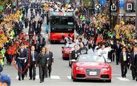 ホークス優勝パレードの車の左右に歩いている この方たちは誰なんでしょうか