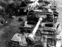 ドイツの4号戦車や旧日本軍の戦車、或いは現用の戦車も含めて、キャタピラが通常よく見るのとパターンが逆向きに履かれている場合がありますが、 逆の場合は地面との噛みつき具合が通常とは違うとかの差が生じるのでしょうか?また、キャタピラパターンの向きはそれぞれの軍隊や組織で規定があるのでしょうか?