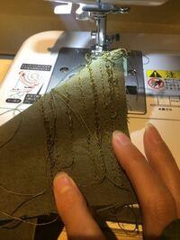泣きそうです アドバイスお願いします。 ミシンで 帆布11号を縫いたくて、 糸はシャッペスパンの#30 針は14号で試し縫いしてますが、何度やっても、下糸が絡まります。見た目は綺麗で裏返すと絡まっているのを、繰り返して心が折れています。。 調べたら、上糸のかけ間違い、、これは複数人で確認し大丈夫かと、、糸の調子は自動でないので、あれこれやっています。。 なにか方法あればお願いします。。