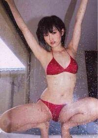 元アイドル元NMB48現歌手山本彩 元アイドル元NMB48現歌手山本彩  元アイドル山本彩さんは元々は 歌手志望だったみたいです。  アイドル時代に水着を着て 結構際どいグラビアも 撮影しています。  今の歌手として...