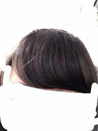 前髪の巻き方についてです! いつもストレートアイロンで巻くと、下の画像みたいにすぐにぺたっとなって巻いた毛先が横にシャッとなってしまいます。 どうしたらもっとふわっとおでこと前髪の間に隙間があるみたいな感じに巻けるのでしょうか??